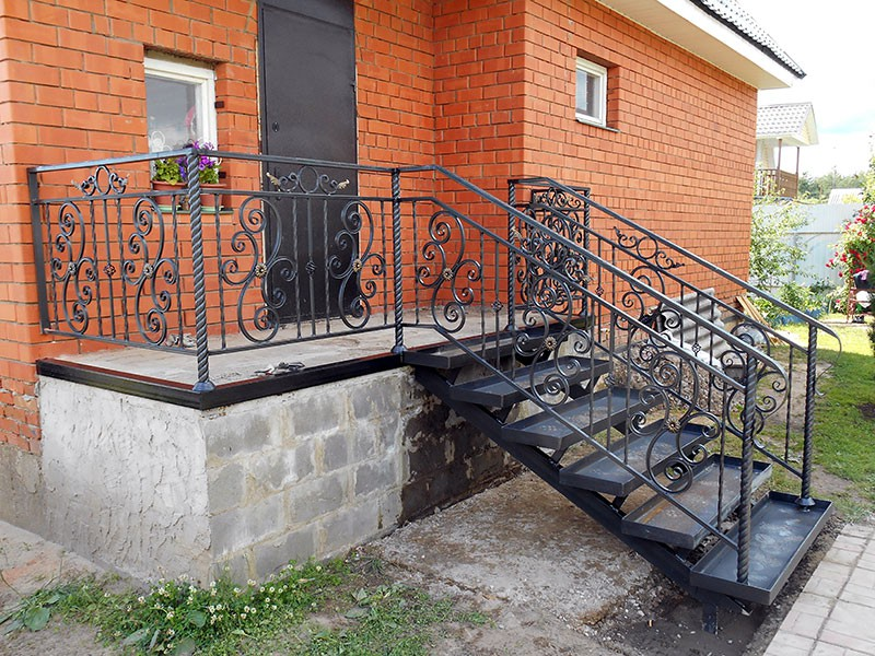 Кованые лестничные ограждения в г. Дрезна