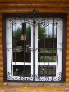 Кованые решетки на двери в дер. Анциферово