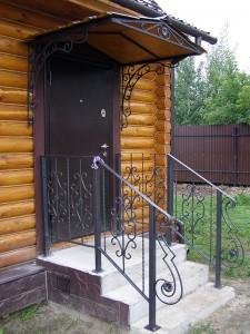 Кованый козырек над входом в дер. Анциферово