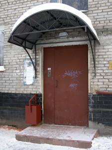 Кованый козырек над подъездом в г. Орехово-Зуево
