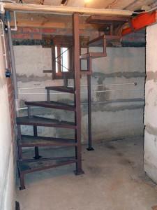 Лестница в подвал в дер. Анциферово